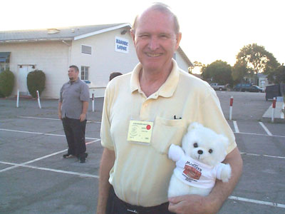 Click here to download a 1152 x 864 JPG image of Jim Reid holding his little friend, the MidiTzer teddybear.
