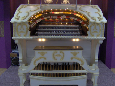 Click here to download a 2048 x 1536 JPG image of Johnnie June Carter's magnificent 3/12 Grande Page Theatre Pipe Organ installed at Pipe Organ Paradise, Wimauma, Florida.