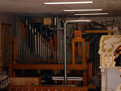Click here to download a 1280 x 960 JPG image of the Main Chamber before the wall went up.