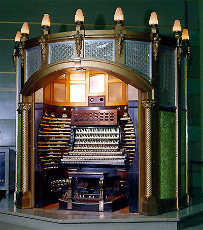 Click here to download a 450 x 508 JPG image showing the organ kiosk with the doors open.