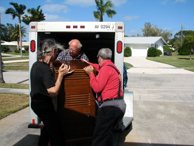 Click here to download a 2592 x 1944 JPG image showing Doc, Bob and Tom loading the Leslie 722 speaker cabinet into the trailer.