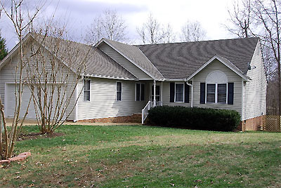 Click here to download a 640 x 429 JPG image showing Mike Phillps' residence in Chesterfield, Virginia.