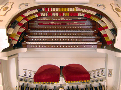 Click here to download a 2048 x 1536 JPG image showing the stop sweep of Bob Markworth's 3/24 Mighty Kimball Theatre Pipe Organ.