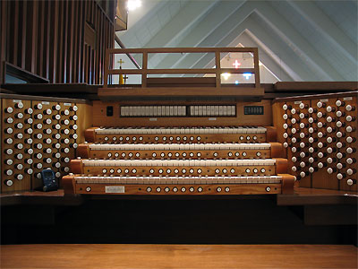 Click here to download a 2592 x 1944 JPG image showing the keydesk of 4/89 Mighty Allen Digital Church Organ installed at the All Faith Chapel at NAWS in Ridgecrest, California.