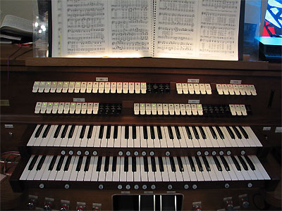 Click here to download a 2592 x 1944 JPG image showing the stop sweep of the Rodgers 755 Digital Church Organ.