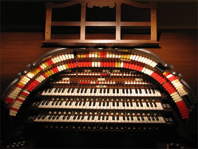 Click here to download a 2592 x 1944 JPG image showing the playing table of the 3/45 Mighty Walker Digital Theatre Organ.