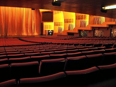 Click here to download a 1600 x 1200 JPG image showing the right side of the auditorium as viewed from the back rows of seats.