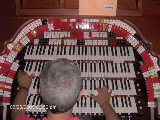 Click here to download a 2048 x 1536 JPG image of Tom Hoehn playing the magnificent Allen GW-IV Digital Theatre Organ.