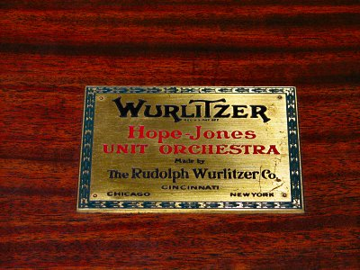 Click here to download a 2592 x 1944 JPG image showing the name plate of the Mighty WurliTzer Theatre Pipe Organ.
