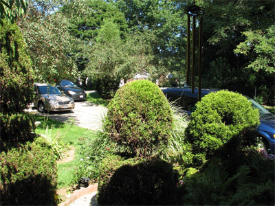 Click here to download a 2592 x 1944 JPG image showing the view looking out from the front door.