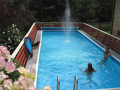 Click here to download a 2592 x 1944 JPG image showing the swimming pool below the elevated deck.