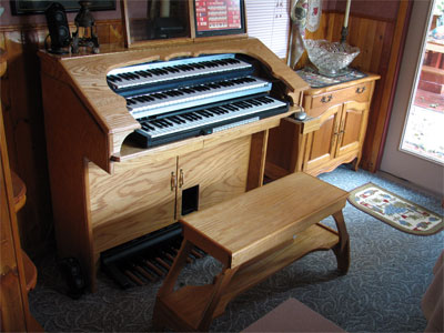 Click here to download a 2592 x 1944 JPG image showing the console of Dan Rowland's Mighty MidiTzer.