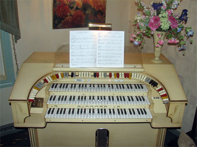 Click here to download a 2592 x 1944 JPG image showing the stop sweep of the Mighty Rodgers 321 Analogue Electronic Theatre Organ.