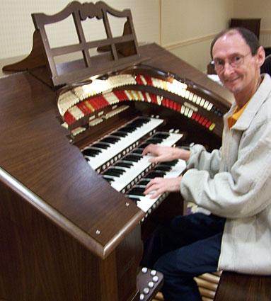 Click here to download a 1932 x 2576 JPG image of Russ Ashworth enjoying the Mighty Walker RTO 3/35 Digital Theatre Organ that Bob built.