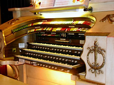 Click here to download a 2816 x 2112 JPG image showing the playing table of the 3/11 Mighty Möller Theatre Pipe Organ installed at the Rylander Theatre in Americus, Georgia.