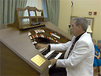 Click here to listen to Tom Hoehn at the console of the Mighty Allen MDS317EX Digital Theatre Organ installed at the Woodlands in Shell Point, Florida.