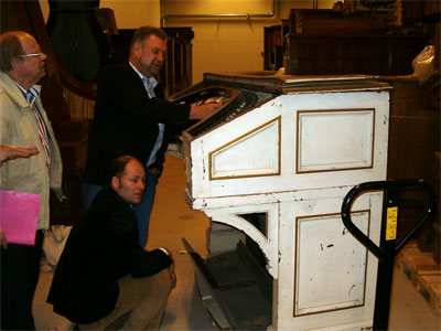 Click here to download a 1024 x 768 JPG image showing some of the members evaluating the organ console.