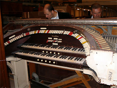 Click here to download a 1024 x 768 JPG image showing the console of the Skandia 2/7 Mighty WurliTzer Theatre Pipe Organ being restored in the City Hall of Stockholm, Sweden.