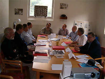 Click here to download a 1024 x 768 JPG image showing the club members getting the restoration discussion underway.