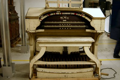 Click here to learn more about the Skandia 2/7 Mighty WurliTzer Theatre Pipe Organ being restored in the City Hall of Stockholm, Sweden.