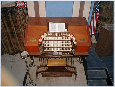 Click here to download a x JPG image showing the console of the 4/24 Mighty Granada Theatre's WurliTzer-Morton Pipe Organ.