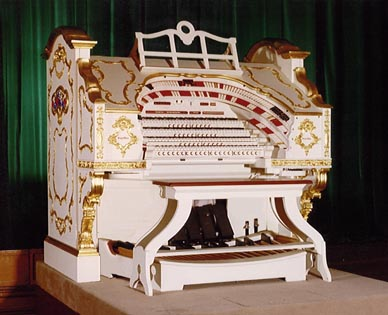 Click here to visit the official website of the Stockport Town Hall 4/20 Mighty WurliTzer.