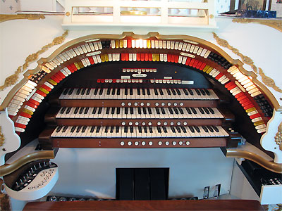 Click here to download a 2592 x 1944 JPG image showing the stop sweep of the 3/17 Mighty WurliTzer Theatre Pipe Organ.