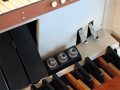 Click here to download a 2592 x 1944 JPG image showing the swell shoes and piano pedals of the 3/17 Mighty WurliTzer Theatre Pipe Organ.