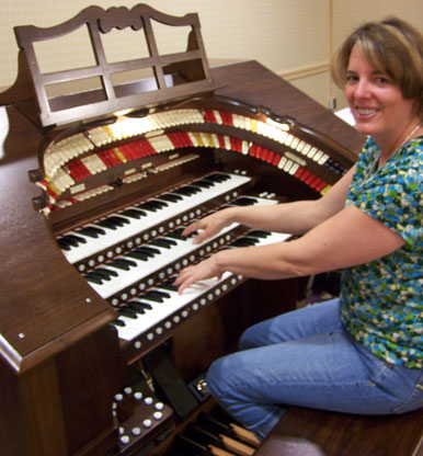 Click here to download a 1932 x 2082 JPG image of Sue Smith enjoying the Mighty Walker RTO 3/35 Digital Theatre Organ that Bob built.
