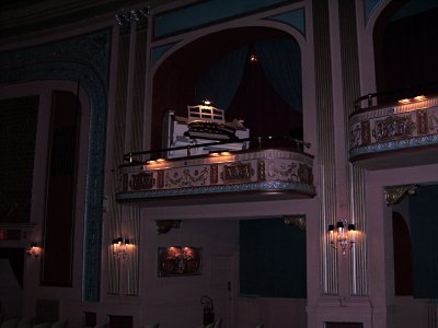 Click here to download a 3648 x 2736 JPG image showing the Mighty WurliTzer of the Lafayette Theatre.