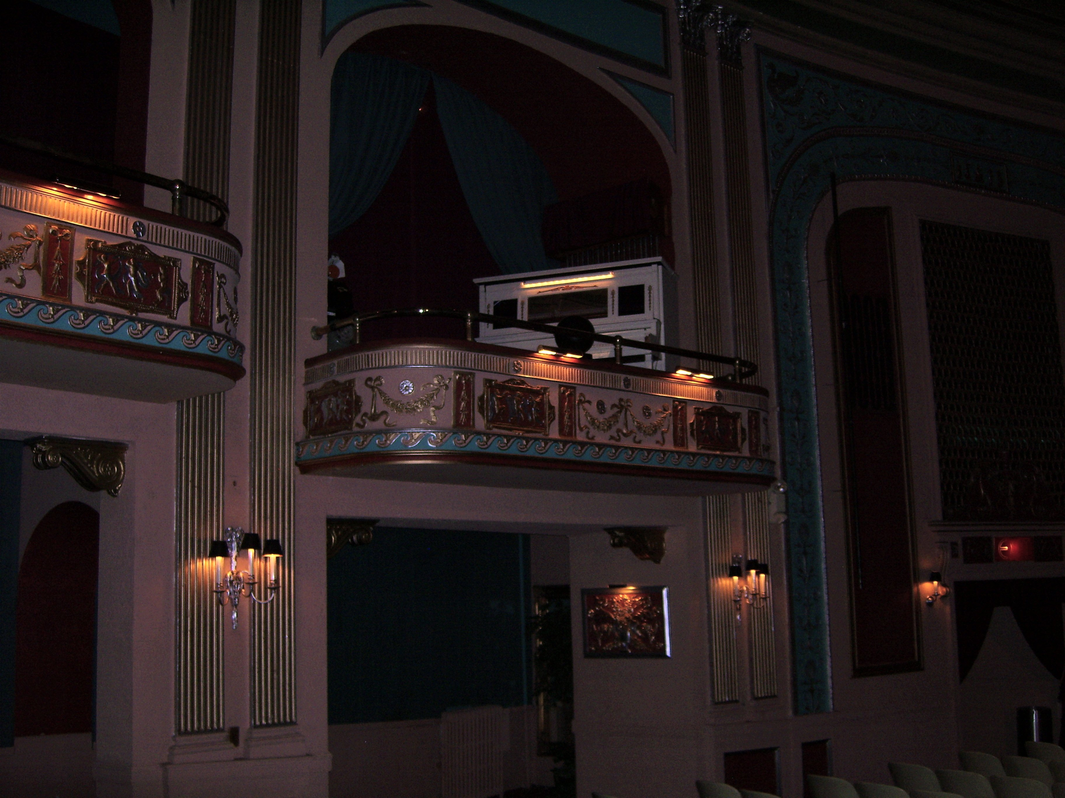 Click here to download a 3648 x 2736 JPG image showing the Upright Piano of the Lafayette Theatre.