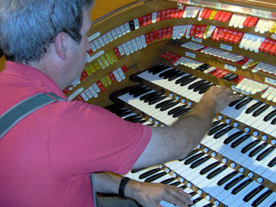 Click here to download a 2048 x 1536 JPG image of Tom Hoehn at the console of the J. Tyson Forker Memorial 4/32 Mighty WurliTzer Theatre Pipe Organ installed at Grace Baptist Church in Sarasota, Florida.