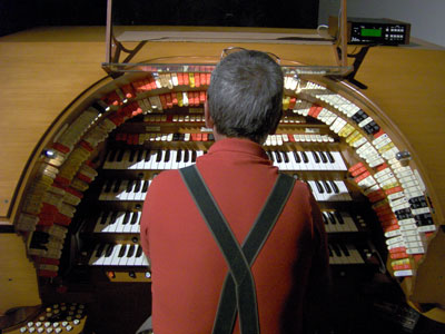 Click here to download a 2048 x 1536 JPG image showing Tom Hoehn at the console of the J. Tyson Forker Memorial 4/32 Mighty WurliTzer Theatre Pipe Organ installed at Grace Baptist Church in Sarasota, Florida.