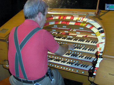 Click here to go to Tom Hoehn's Featured Artist page here at Walnut Hill. Here, we see Tom Hoehn at the console of the J. Tyson Forker Memorial 4/32 Mighty WurliTzer Theatre Pipe Organ installed at Grace Baptist Church in Sarasota, Florida.