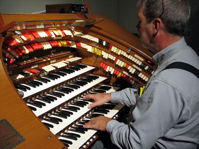 Click here to download a 2582 x 1945 JPG image showing Tom Hoehn at the console of the J. Tyson Forker Memorial 4/32 Mighty WurliTzer Theatre Pipe Organ installed at Grace Baptist Church in Sarasota, Florida.