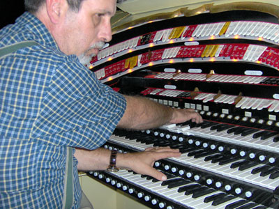 Click here to download a 2048 x 1536 JPG image showing Tom Hoehn at the console of the 3/18 Mighty WurliTzer Theatre Pipe Organ installed at Lake Brantley High School in Orlando, Florida.