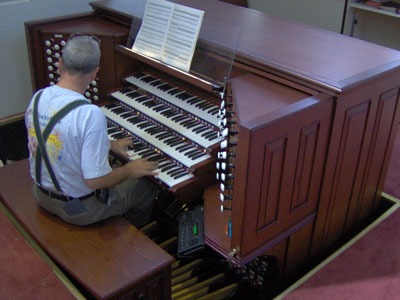 Click here to download a 2048 x 1536 JPG image showing Tom Hoehn during a recording session at the comsole of the 4/93 Rodgers/Ruffatti/Wicks Church Pipe Organ.