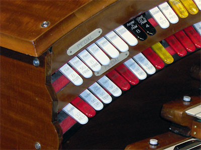 Click here to download a 2048 x 1536 JPG image showing the Pedal stops of the 3/16 Mighty WurliTzer Theatre Pipe Organ installed at Tom Worthington High School, Columbus, Ohio.