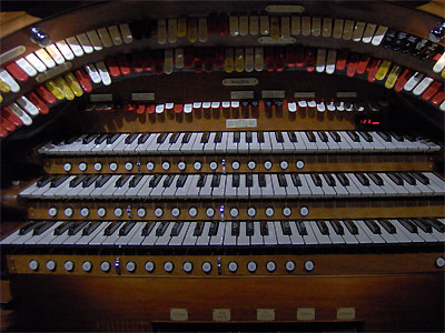 Click here to download a 2048 x 1536 JPG image showing the stop sweep of the 3/16 Mighty WurliTzer Theatre Pipe Organ installed at Tom Worthington High School, Columbus, Ohio.