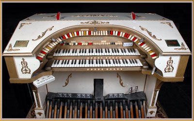Click here to download a 2953 x 1849 JPG image showing the console of the Virginia Theatre's 2/8 Mighty WurliTzer Theatre Pipe Organ.